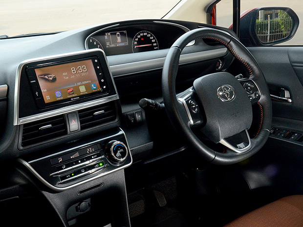 Dalaman Toyota Sienta