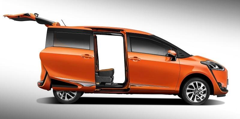 Pandangan sisi Toyota Sienta