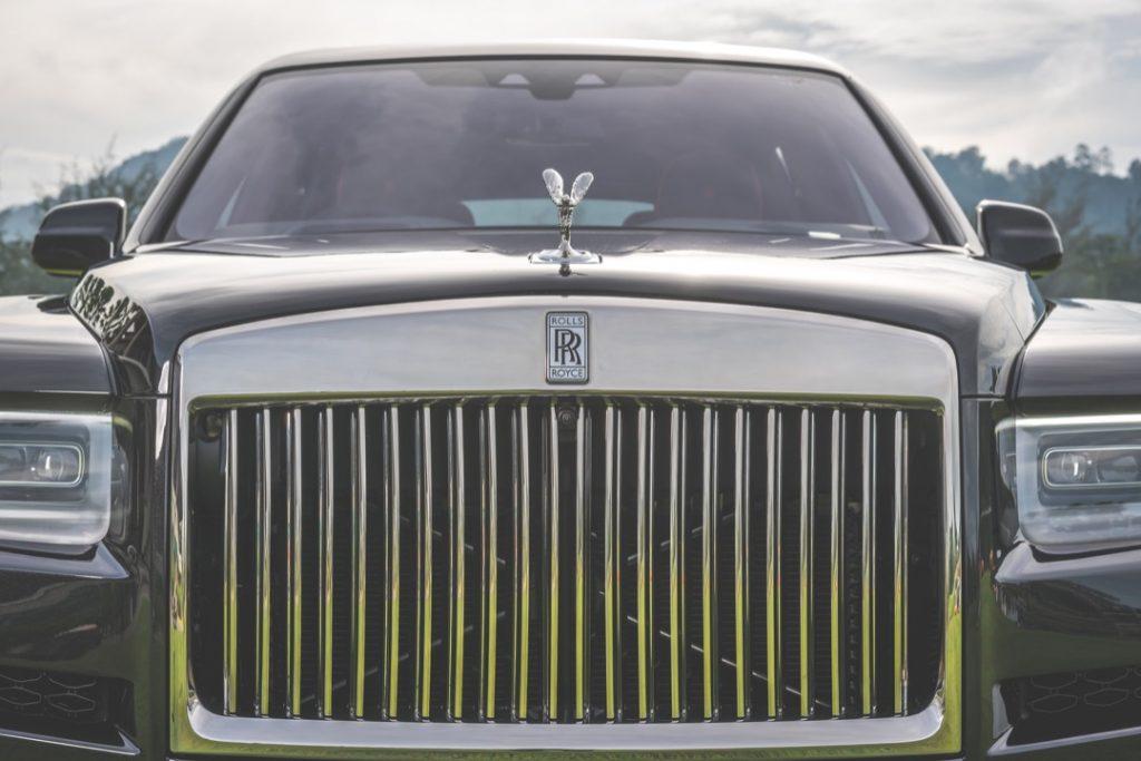 Rolls-Royce Cullinan pandangan hadapan