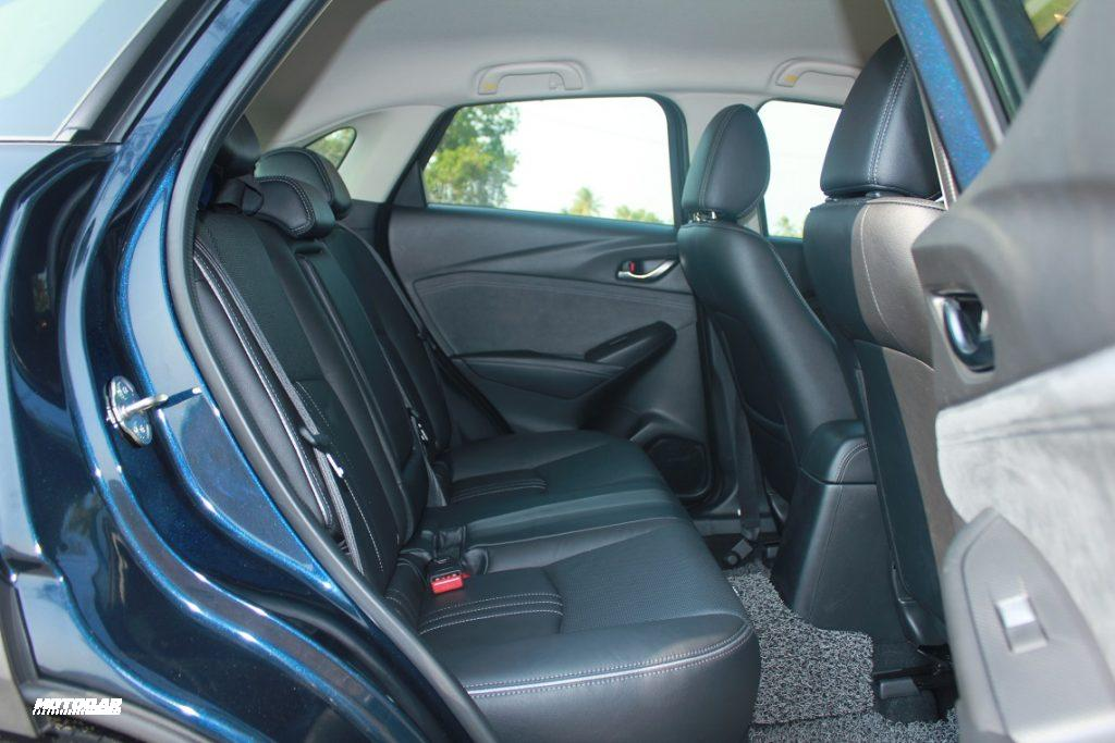 Mazda CX-3 - tempat duduk belakang