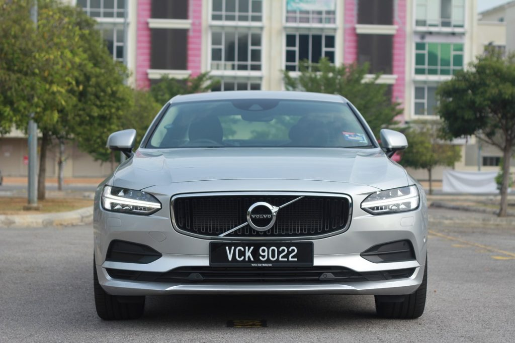 Pandu uji Volvo S90 - depan kereta