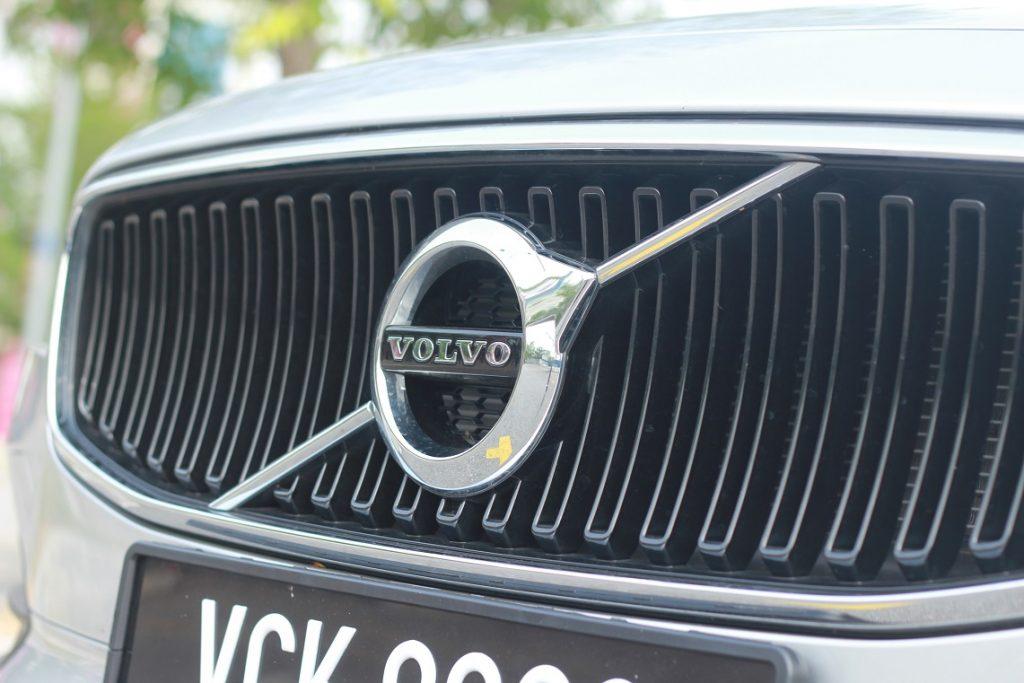 Badge - Kereta pandu uji Volvo S90
