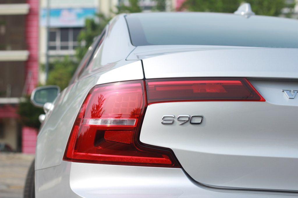 Pandu uji Volvo S90 - belakang kereta