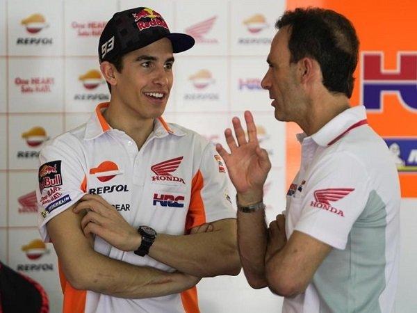 Pengurus pasukan Honda, Alberto Puig bersama pelumba sensasinya, March Marquez