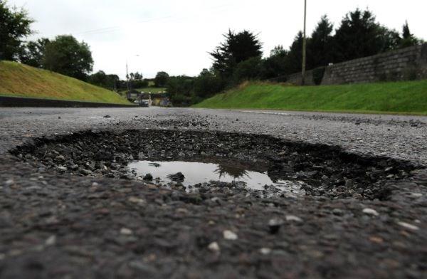 lubang jalan raya