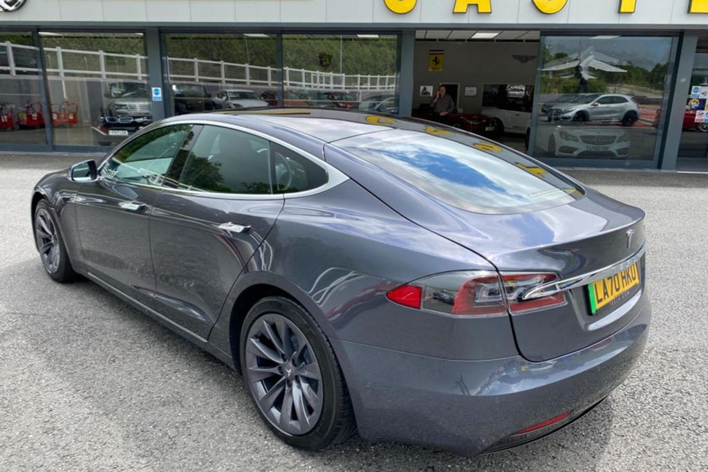 Tesla Model S putera charles